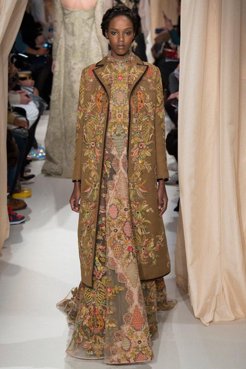 Traditional dress fashion show 19